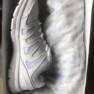 Everlast Sneakers NWT